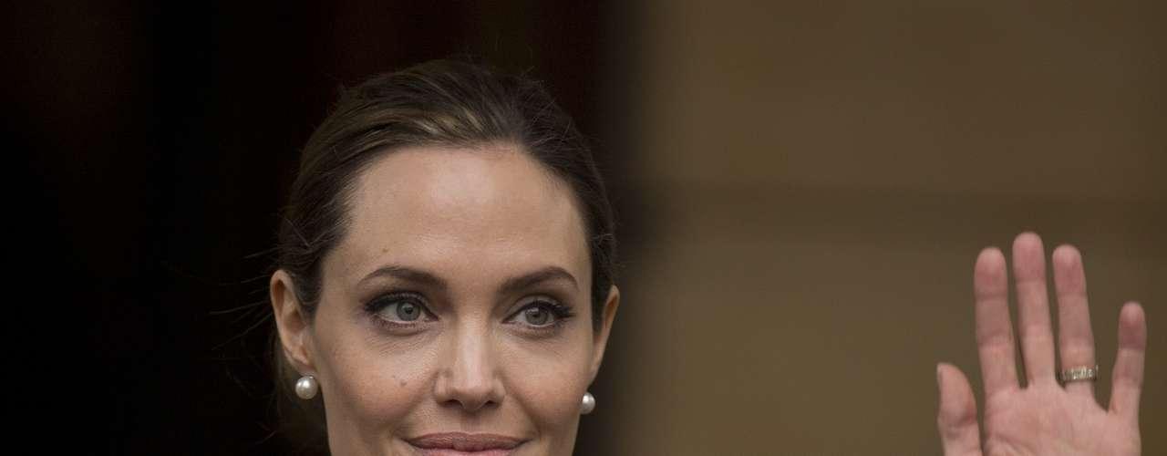 Al término de la cumbre de dos días celebrada en Londres, la actriz Angelina Jolie se hizo presente para participar en la rueda de prensa donde se informó del acuerdo.