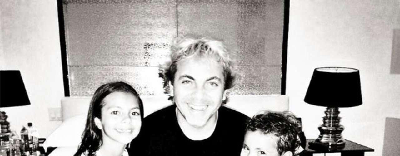 Los hijos del cantante mexicano Cristian Castro y de su ex esposa, la argentina Valeria Liberman, Mikhail y Simone al parecer son todo un terremoto, ha afirmado el cantante