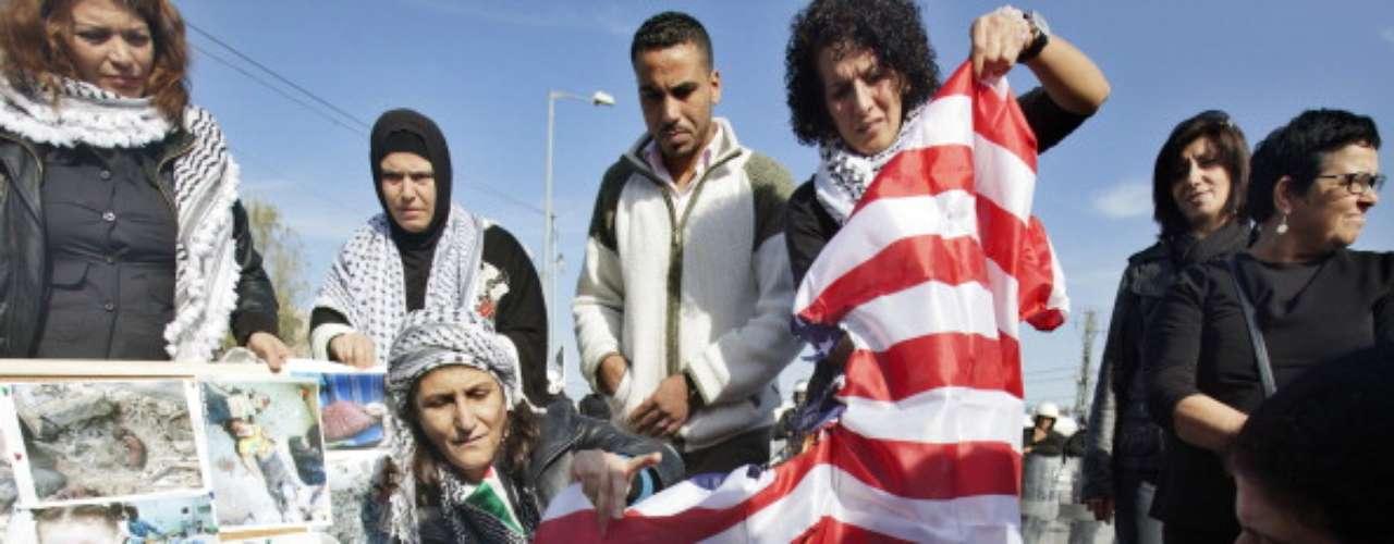 1.- Paquistán.- Desaprueban el liderazgo estadounidense: 79% / PIB per cápita: 2,786 $ / Esperanza de vida: 65.2 años. Según Gallup, la proyección de una película antiIslam hecha en los Estados Unidos hacontribuido a agriar las actitudes de Paquistán hacia los Estados Unidos.