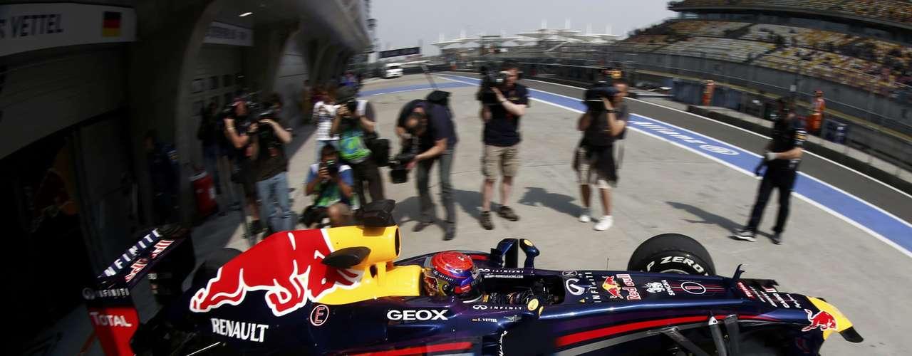 Sebastian Vettel decpecionó a la gente de Red Bull y acabó hasta el décimo lugar.