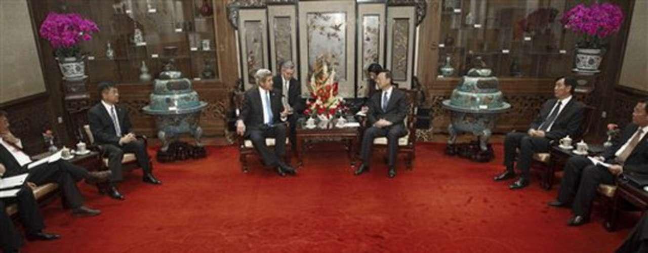 De forma específica, se refirió a que Pekín y Washington continuarán impulsando las negociaciones a seis bandas (las dos Coreas, EEUU, China, Japón y Rusia), pese a que se encuentran paralizadas por Pyongyang desde 2008.