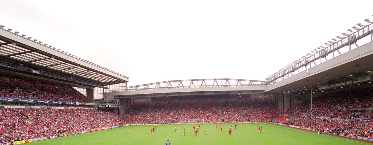 Anfield ocupa la décima posición, pero en su lugar se vive intensa pasión. Fue inaugurado en 1884 y tiene capacidad para 45 mil espectadores.