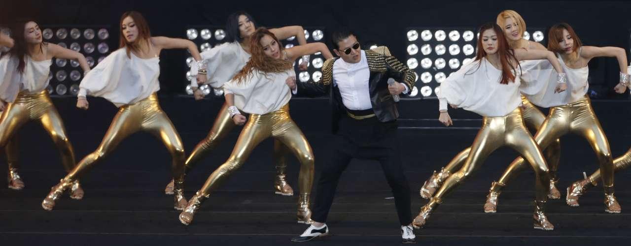 En una entrevista a principios de este mes, el cantante había indicado que el video incluiría danzas tradicionales coreanas. \