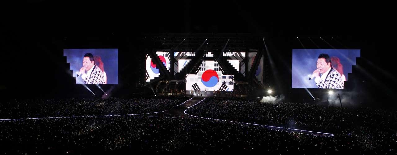 El video debía ser colgado en la página oficial de Psy, cuyo verdadero nombre es Park Jae-Sang, este sábadoy no el viernes a la salida del \