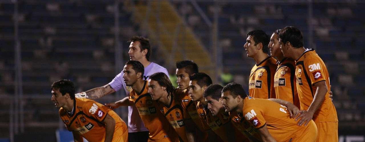 A las 16 horas, se enfrentan Cobrelo con San Marcos de Arica en el remozado Estadio Regional de Antofagasta.