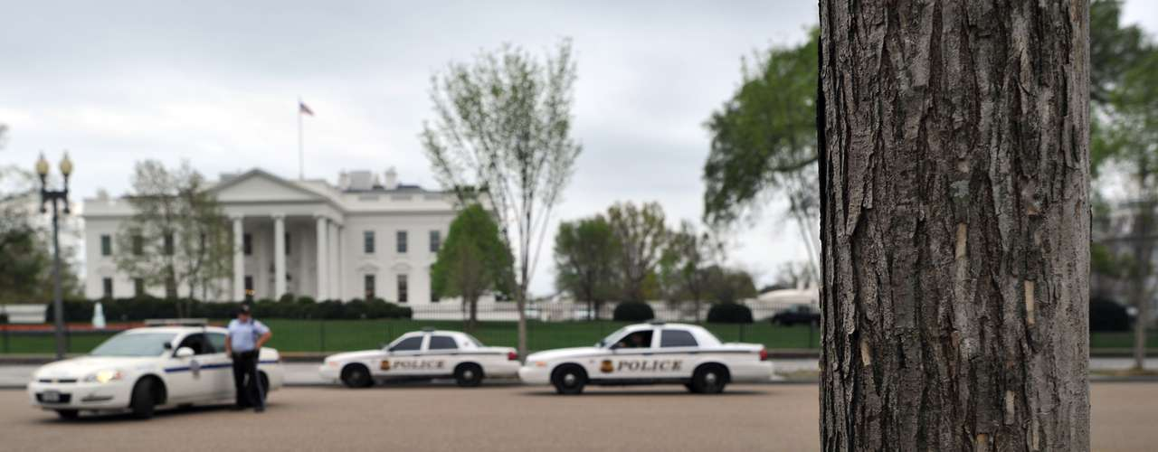 La seguridad en torno a la Casa Blanca y el nivel de alerta en la ciudad de Washington, DC, ha aumentado tras las dos explosiones ocurridas en la línea de meta al término de la maratón de Boston.