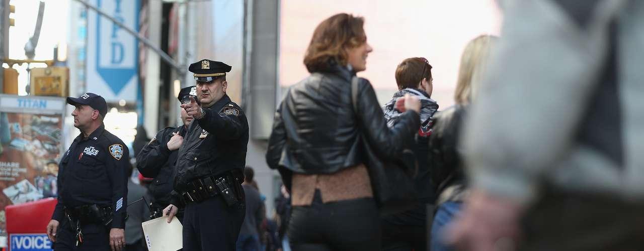 La policía de Washington DC, ha aumentado el nivel de seguridad en toda la ciudad, especialmente en los edificios oficiales, según indicó un portavoz de policía al diario The Washington Post.