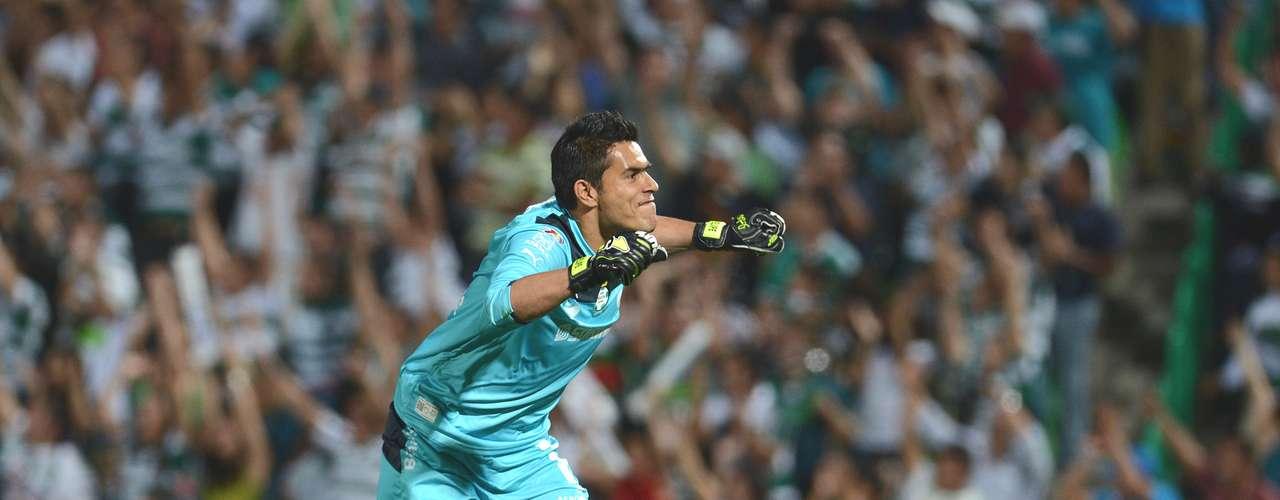 Oswaldo Sánchez está en cuarto sitio y es el mexicano mejor pagado de la Liga MX al percibir dos millones de dólares anuales, mientras el valor de su carta es de 1.2 mdd
