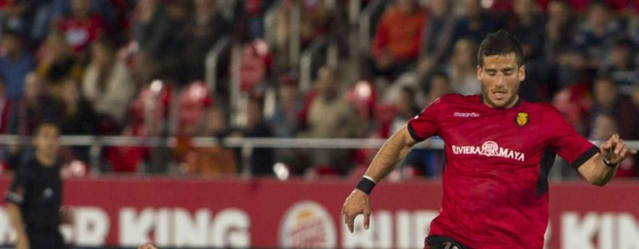 El central del Mallorca José Luís Martí (d) y el central del Celta de Vigo Natxo Insa durante el partido de la trigésima primera jornada de Liga de Primera División que se juega esta noche frente al Mallorca en el Iberostar Estadio.