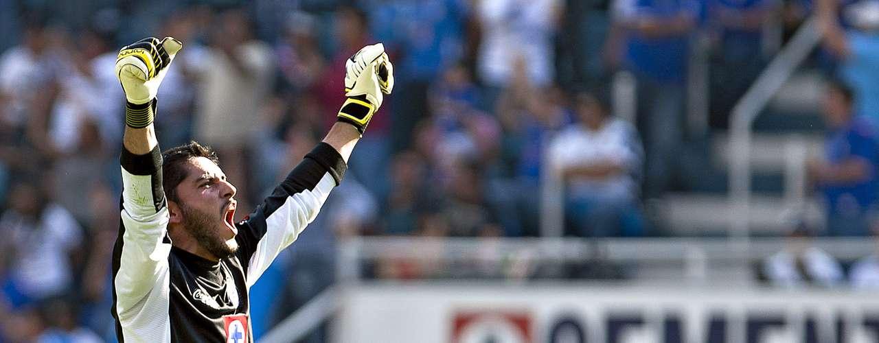 El guardameta de Cruz Azul y de la selección mexicana cobra al año 1.6 millones de dólares y el valor de su carta es de 3.2 mdd