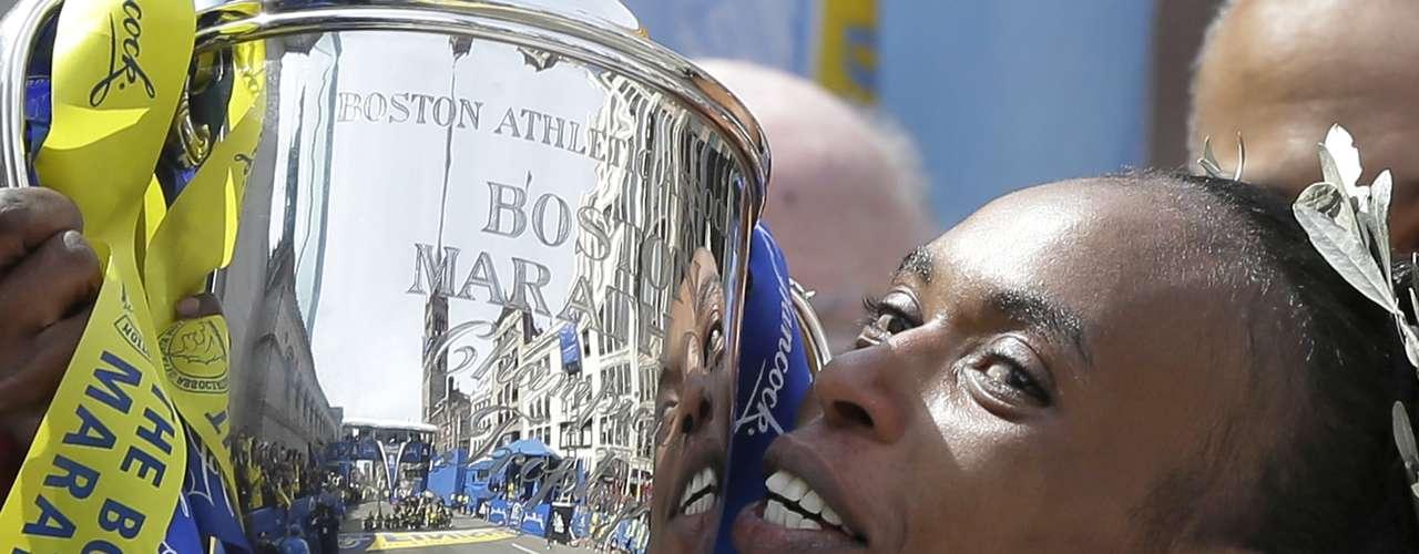 En total, Jeptoo marcó un registro de2:26:25 para completar los 42 kilómetros.