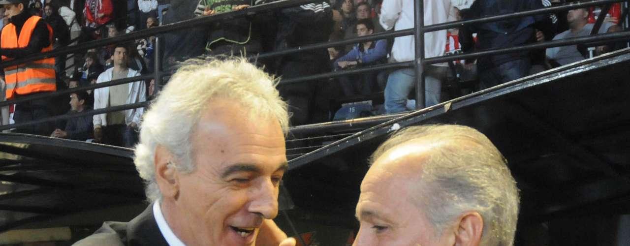 Jorge Fossati, ex jugador y DT uruguayo, también dio la negativa. Parecía el candidato más firme, y pese a no estar trabajando en la actualidad rechazó el convite de Cantero.
