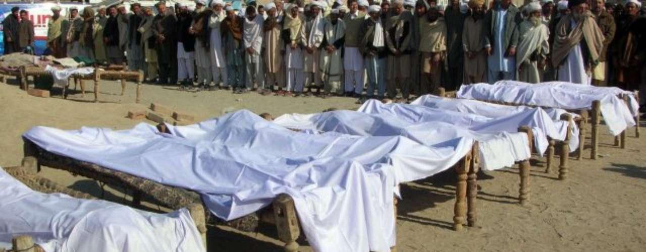 Pakistán. En el 2010 casi una centena de personas murieron en el atentado con coche bomba perpetrado en medio de cientos de personas que asistían a un partido de voleibol en el noroeste de Pakistán. Ese fue uno de los años más violentos en dicho país, lo cual también ensangrentó el mundo del deporte.