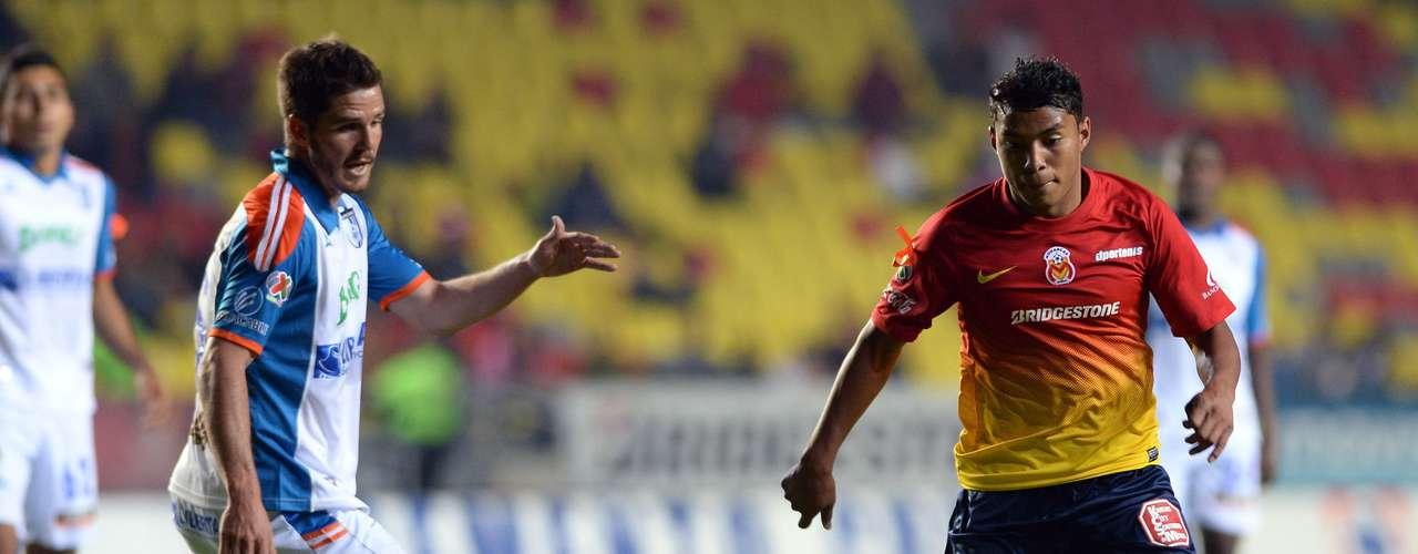 En el Morelia ante Querétaro, Jefferson Montero desperdició la mejor oportunidad del primer tiempo para abrir el marcador, al tener el marco abierto y estrellar su remate en el Matute García.