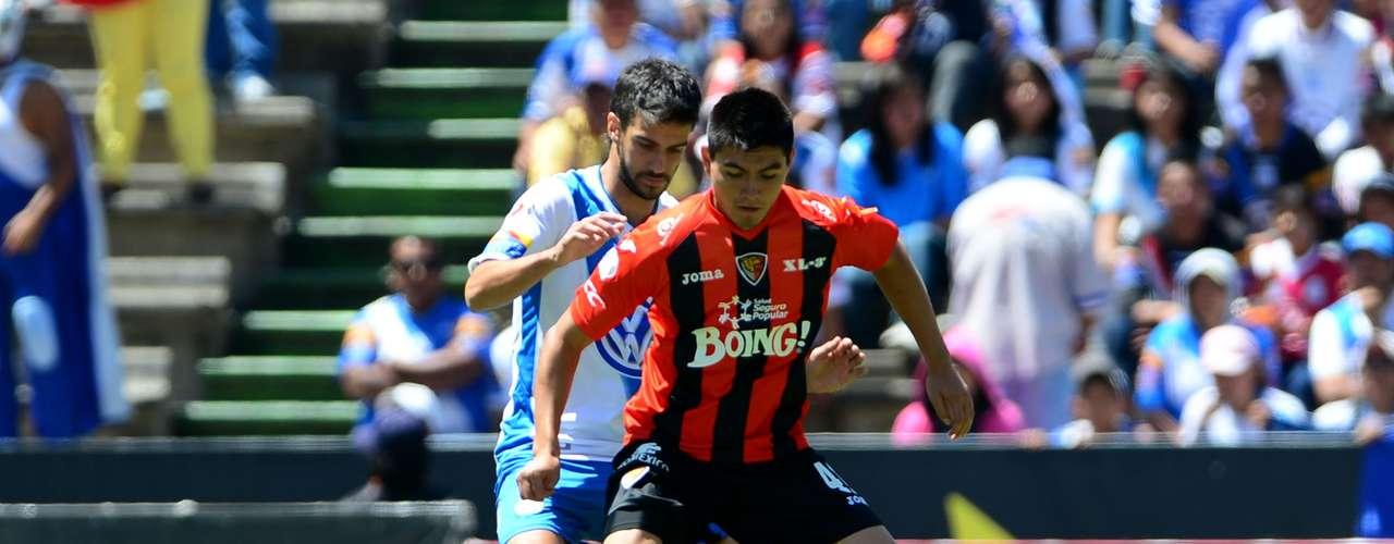 Luis Loroña levantó el pie para ganarle el esférico al defensa uruguayo Jonathan Lacerda y al portero Víctor Hugo Hernández para el 0-1.