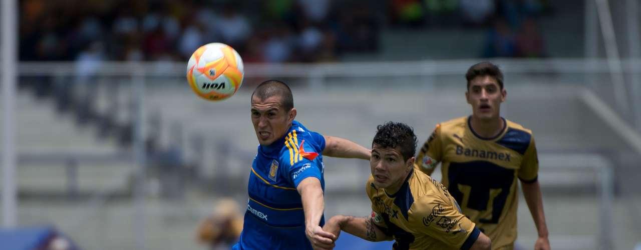 Tres minutos después del gol de la voltereta de Pumas sobre Tigres, Robin Ramírez se enfiló solo y quedó en mano a mano frente a Enrique Palos, pero estrelló su disparo en el portero regio y dejó ir una opción que le daría tranquilidad a su equipo.