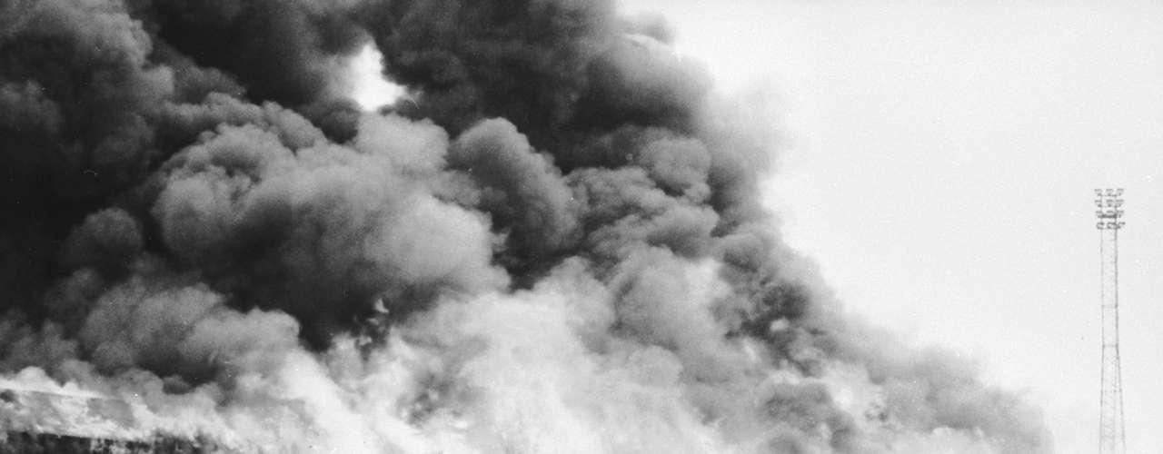 Valley Parade. El 11 de mayo de 1985 en el estadio de Valley Parade, en la localidad inglesa de Bradford, fallecieron 56 personas y más de 265 resultaron heridas después de un incendio en las tribunas. En este estadio se iba a celebrar el último partido de liga entre el Bradford City y el Lincoln City, donde el Bradford celebraba su ascenso a la Second Division. Antes del final de la primera parte se produjo un incendio en la tribuna principal, la cual databa del año 1908