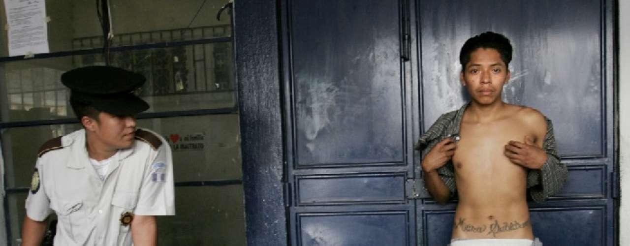 En Las Maras, Guatemala. Fotografías de la mafia. 2003/2005