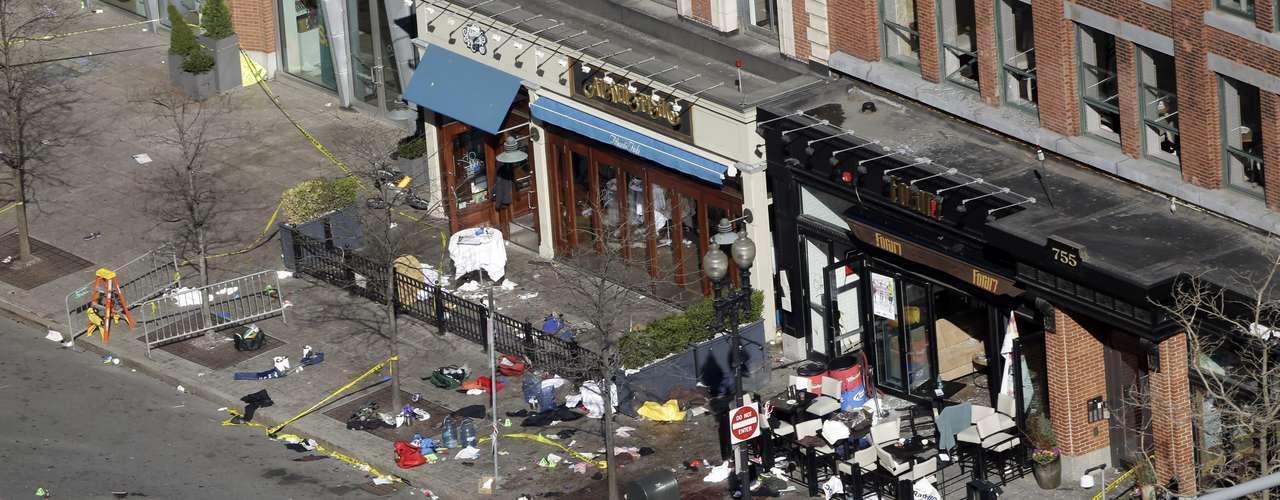 Una tercera explosión ocurrió en cercanías de la Biblioteca JFK, ubicada también en el centro de Boston, a unas tres millas de la línea de llegada de la maratón.