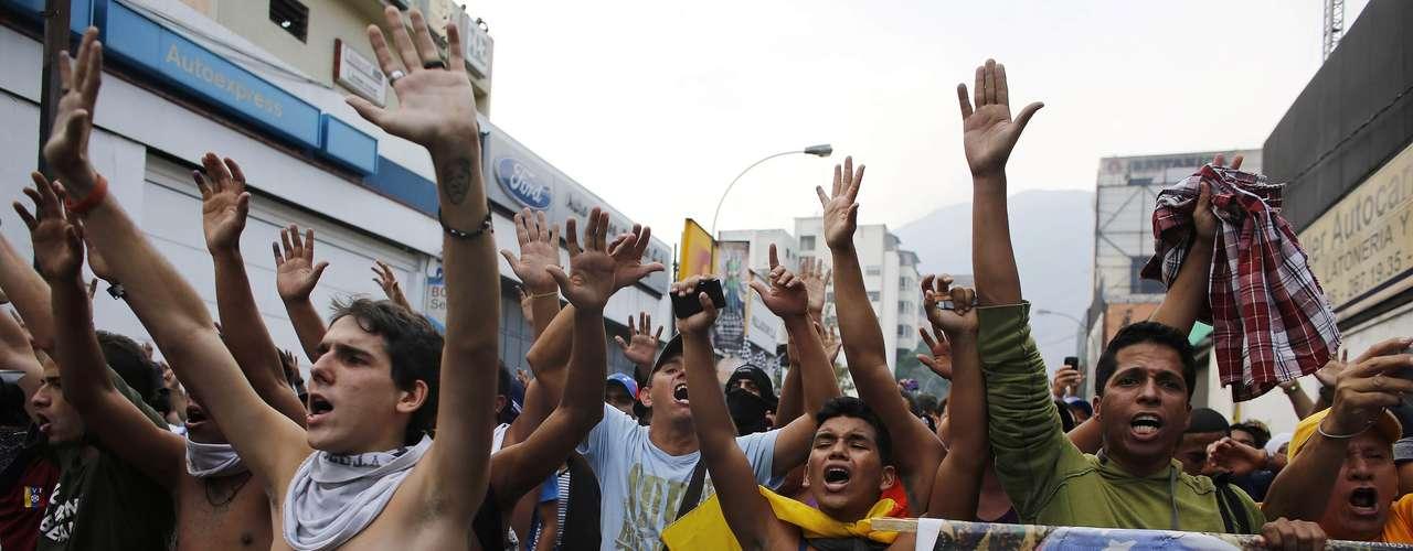 Mañana continuarán las movilizaciones en algunos estados, mientras que para el miércoles está programada una mega marcha en Caracas que tendrá como destino el CNE, y en la que participará Capriles.