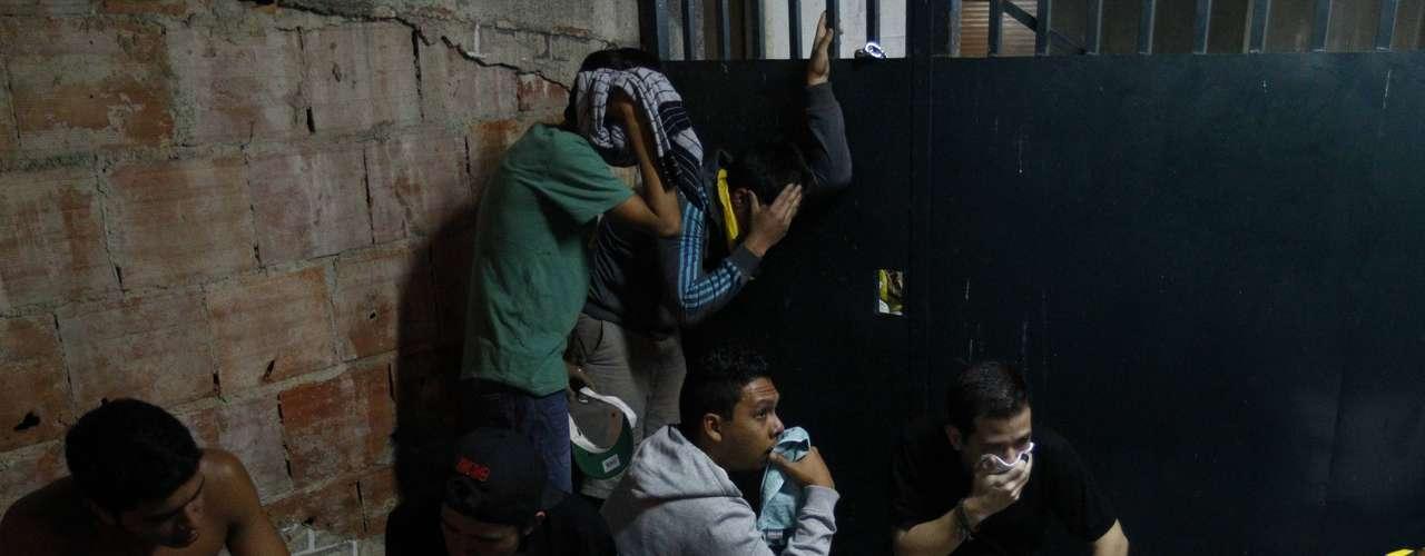 """Convocado por el candidato opositor Henrique Capriles, el """"cacerolazo'' inició a las 20:00 horas, tiempo local, cuando Maduro hablaba en una conferencia de prensa en la casa de Gobierno, horas después de que fue proclamado Presidente electo por el Consejo Nacional Electoral (CNE)."""