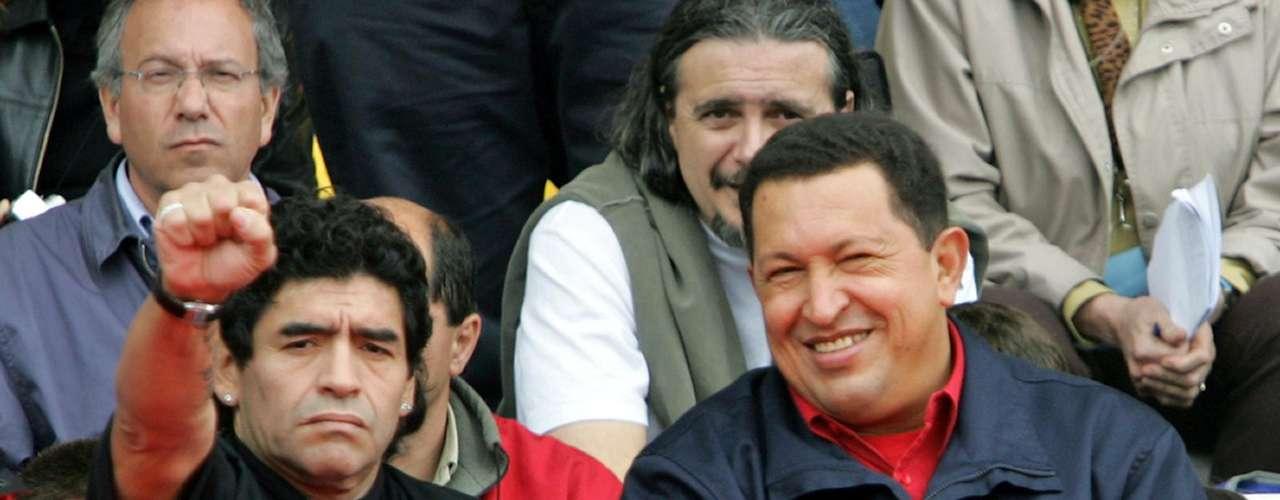 Acompañó al presidente Chávez en varios eventos, como el de la foto, en la que está usando una camiseta anti-George Bush durante la manifestación masiva \