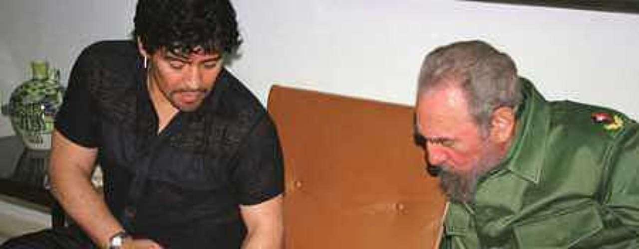 Maradona conoció a Castro por primera vez cuando visitó Cuba en 1986.