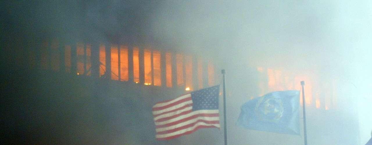 El mundo dejó de ser lo que era y perdió la inocencia. Desde aquel día, un nuevo mundo comenzó a gestarse, con mayor vigilancia en los aeropuertos e ingerencia del gobierno de EE.UU. en las vidas de los ciudadanos y residentes del país. Cientos de los sospechosos de los ataques en 2001 fueron alojados en la prisión de Guantánamo pese a que no fueron acusados formalmente de ningún delito. Tras los ataques, Estados Unidos lanzó operaciones en Afghanistan y en Irak, con el envío de miles de soldados para dar con los responsables de los atentados. Bin Laden, finalmente, fue muerto en un ataque hace casi dos años en Pakistán.
