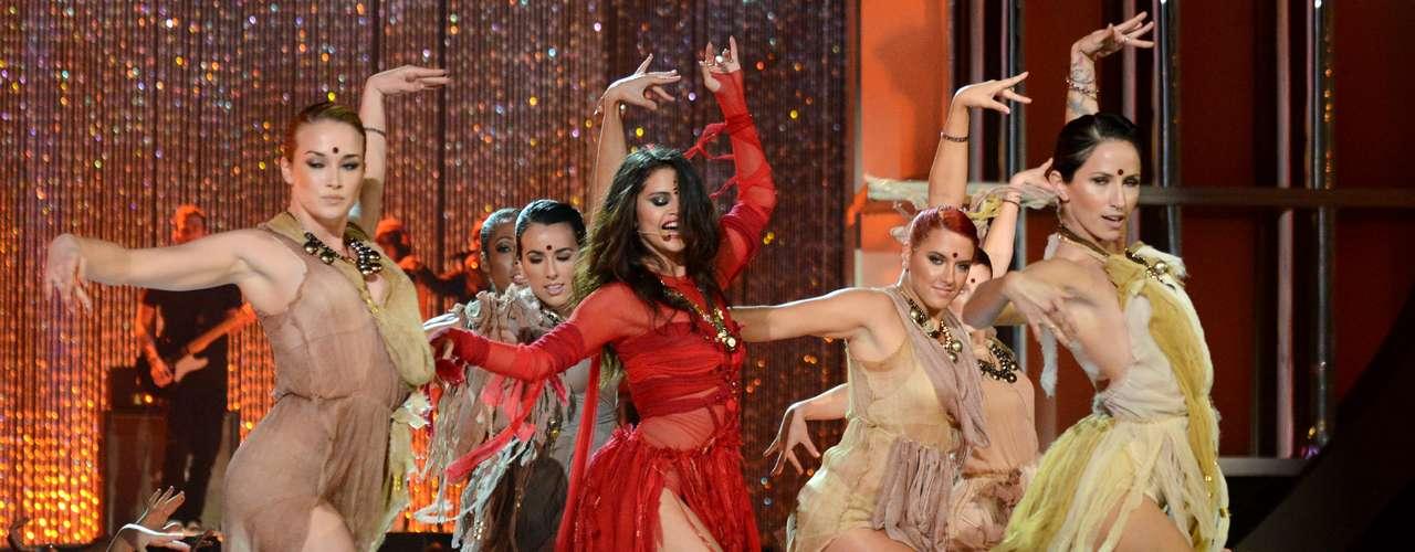 Así de sexy, Selena Gómez realizó un performance picante sobre el escenario de los MTV Movie Awards 2013, para presentar su nuevo sencillo \