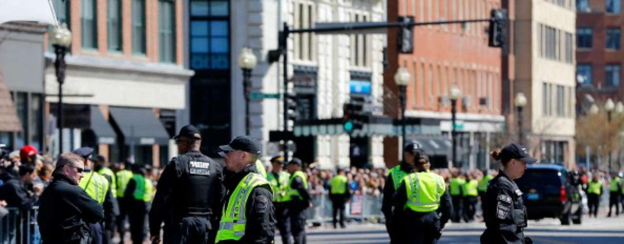 La seguridad fueincrementada en la ciudad con policías y guardias nacionales casi en cada esquina del centro. Sin embargo, los tribunales federales y un hospital fueronevacuados el miércoles por amenazas de bomba que al final resultaron serfalsas.
