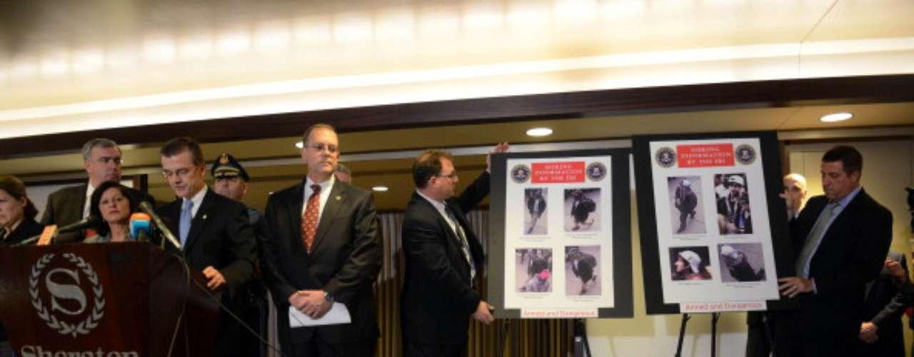 Según DesLauriers, el sospechoso de gorra blanca dejó su mochila en el lugar de la segunda explosión \