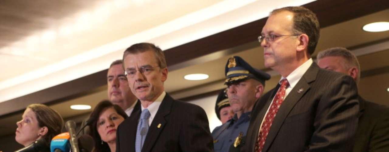 DesLauriersagregóque además de la organización de inteligencia de Estados Unidos, 30 agencias más están colaborando con el organismo para dar con el paradero de los posibles autores del ataque, tildadopor las autoridadesde terrorista.