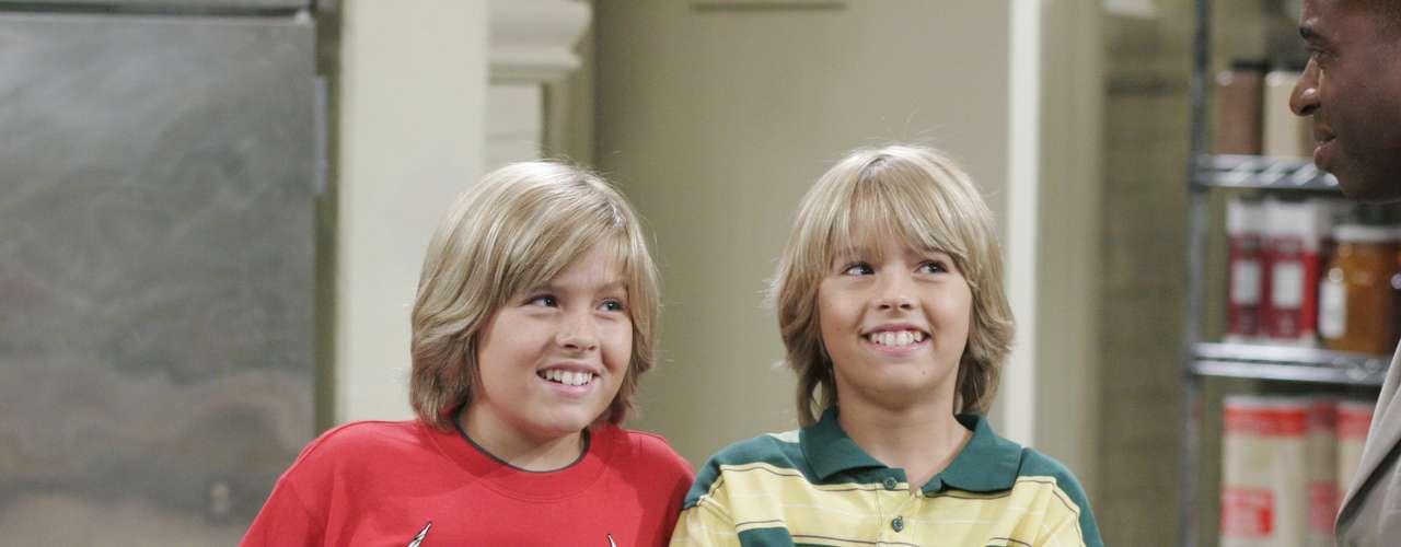 Los gemelos Zack y Cody son los protagonistas de Hotel, dulce hotel, una comedia que transcurre en el hotel en el que viven con su madre.