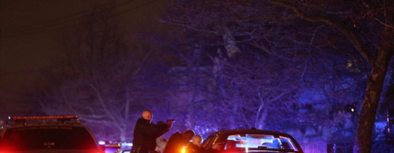 Entre cientos de balas que se intercambiaron las autoridades con los culpables del atentado en Boston, los moradores de la zona no han podido pegar un ojo. El pánico los sigue envolviendo a tan solo cinco días del ataque que dejó tres personas muertas.