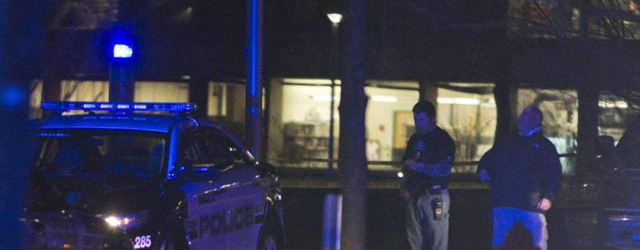 Ya eran las 6:45 a.m., cuando AP y fuentes policiales identifican al sospechoso prófugo como Dzhokhar A. Tsarnaev, de 19 años, quien havivido en Cambridge, Massachusetts. La policia siguió tras su búsqueda.