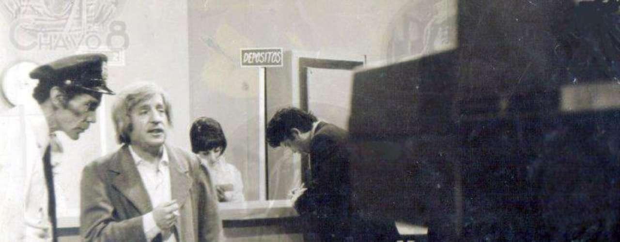 El Doctor Chapatin ensayando una de las escenas junto al recordado actor Ramón Valdés.