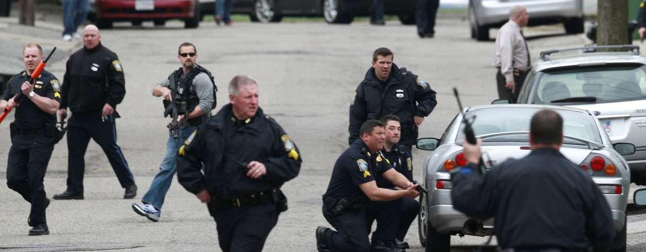 Siguen los controles y búsqueda del terrorista en las calles de Boston