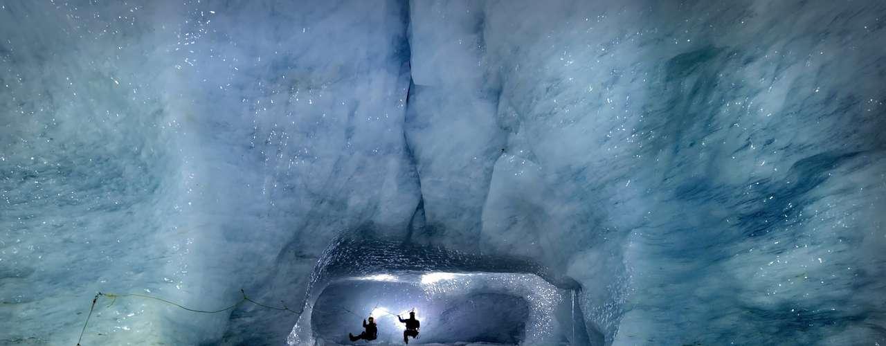 Esta foto fue hecha durante una expedición a unascuevas de hielo en una región de Suiza.