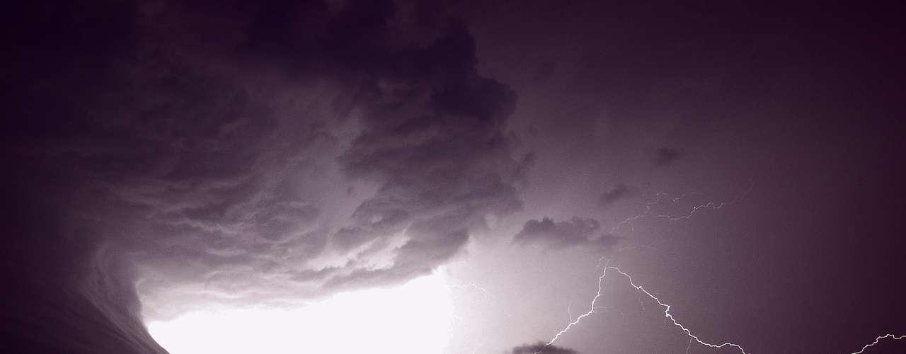 Mark Humpage, de la ciudad de Leicester, Reino Unido,hizo esta imagen de una tormenta. Humpage caza tormentas, tornados, amaneceres boreales y otros fenómenos.