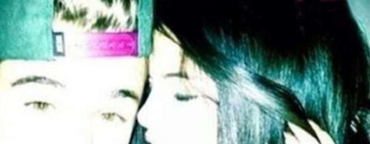 Justin Bieberencontraría la calma en los brazos de Selena Gómez,la pareja sereencontró en Noruega donde parece que hubo una reconciliación. Justin tomó la foto y la subió a su Instragram pero de inmediato la eliminó, no sinque antes cientos de seguidores lograran copiarla.