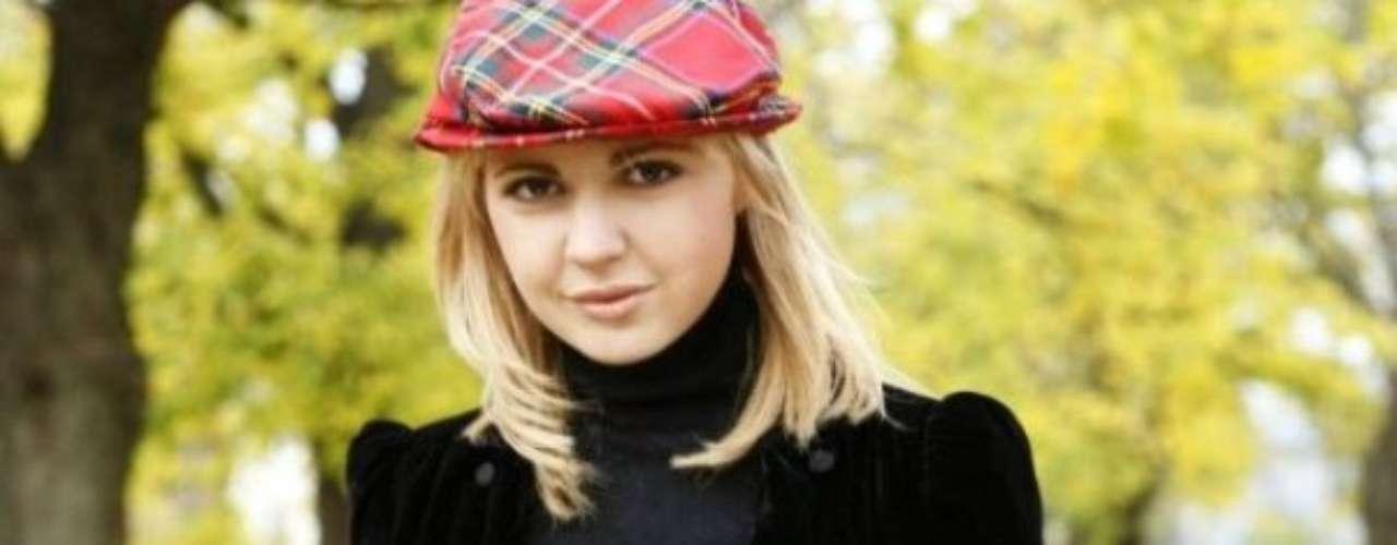 A sus 31 años, la vida de la política de Estonia, Anna Maria Galoja ha cosechado varios reconocimientos, entre ellos el de presidir el Movimiento Europeo de su páís y el de posar para la revista Playboy.