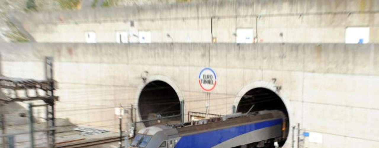 Eurotunnel, Inglaterra y Francia Tiene una longitud de 50,5 km, 39 de ellos submarinos, siendo así el segundo túnel submarino más largo del mundo, con una profundidad media de 40 metros, detrás del Túnel Seikan, cuya longitud es de 55 kmilómetros.