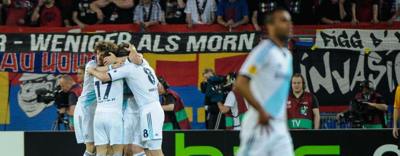Congoles del nigeriano Victor Moses y el brasileño David Luiz, el Chelsea venció al Basilea por 2-1 en el partido de ida de las semifinales de la Europa League, disputado este jueves en Suiza.