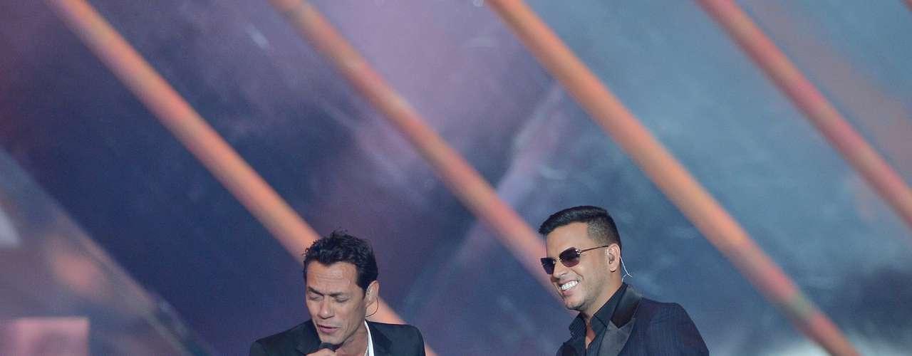 Para esta producción Marc Anthony también ha contado con la colaboración del cantante puertorriqueño Tito El Bambino en el tema \