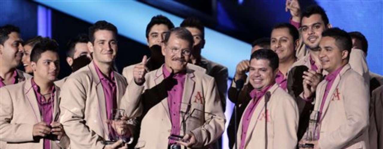 La Arrolladora Banda el Limón de René Camacho se llevó a casa el premio Mejor Dúo o Grupo Regional Mexicano (Álbum).