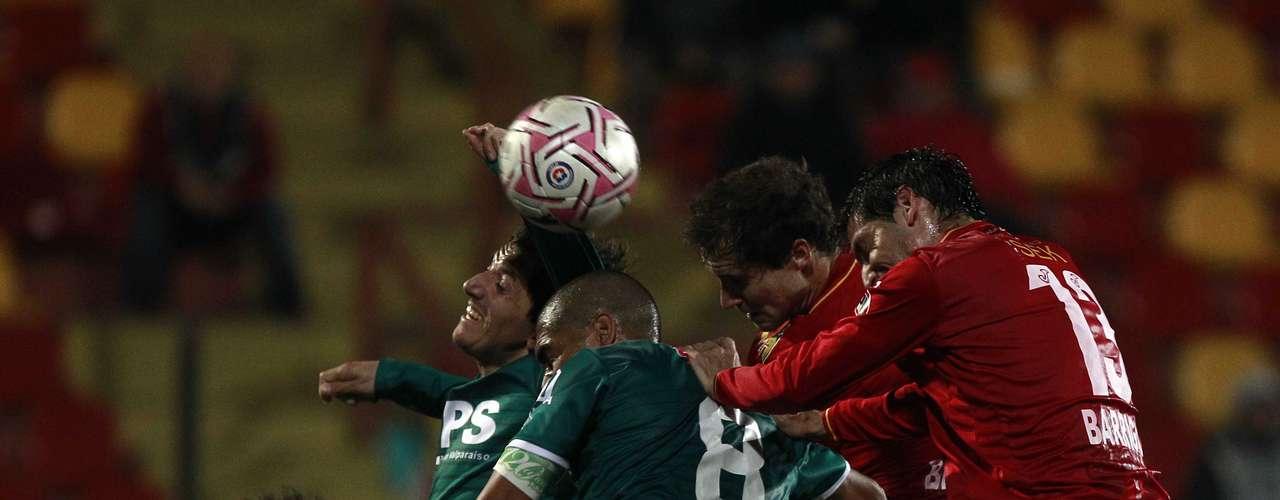 A las 15:30 en el Bicentenario Lucio Fariña de Quillota, Santiago Wanderers se enfrenta a Unión Española.
