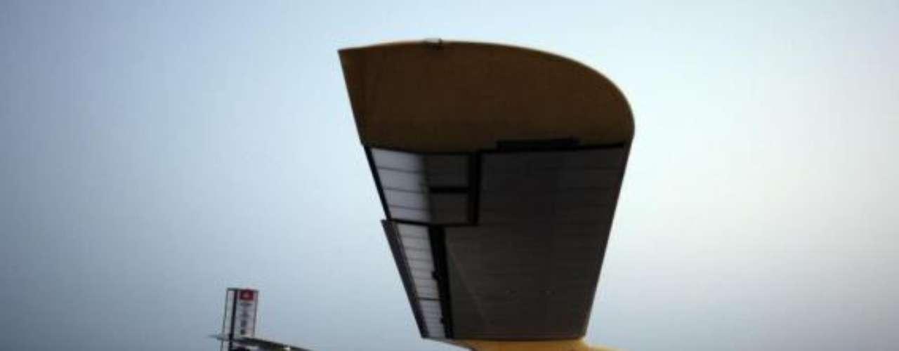 El avión Solar Impulse cuenta con 12.000 células solares integradas en sus alas. Se cree que en 2014 se pruebe vuelo alrededor del mundo.