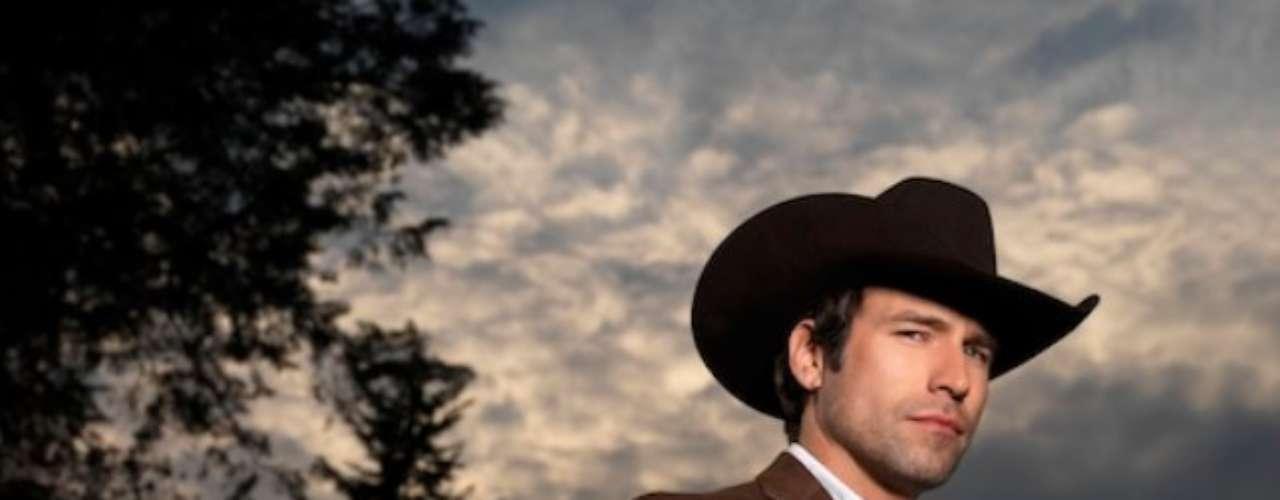 La saga de Aurelio Casillas empieza en Guamuchilito, Sinaloa, lugar donde nace en el seno de una familia humilde. Su relación cotidiana con los sembradíos de marihuana y amapola marcan su vida. Es así que empieza a trabajar como uno más, en principio con su padre y luego con Don Cleto, el productor y traficante principal de Guamuchilito, uno de los pioneros del trasiego de drogas a Estados Unidos a través de una red bien estructurada.