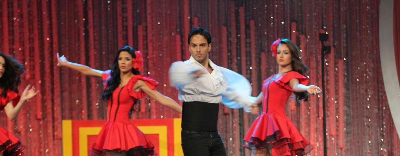 Las chicas bailaron flamenco alrededor de una escena de amor protagonizada por el panel de jueces.