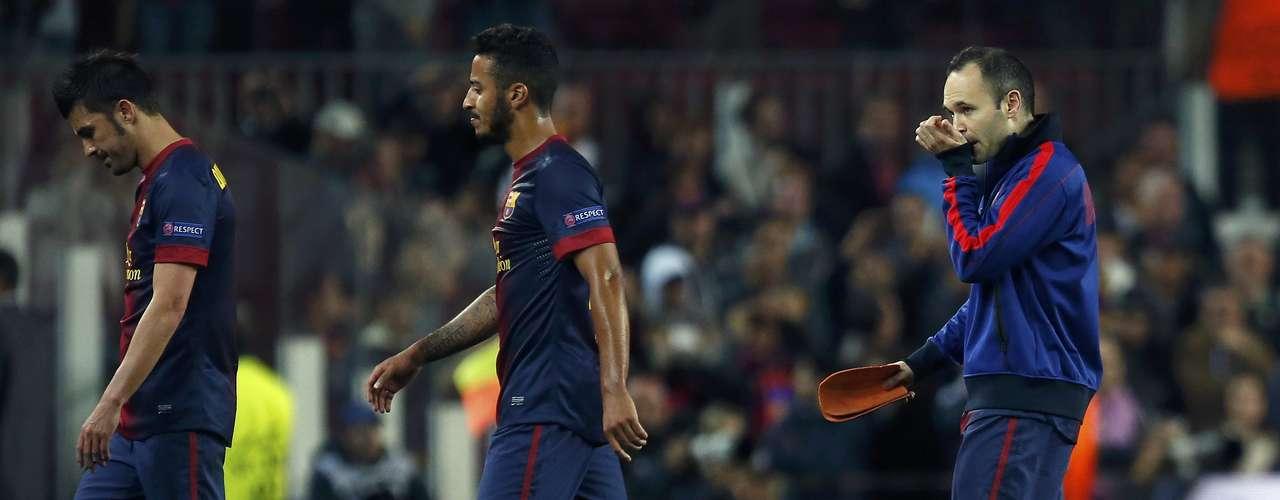 Finalmente, les dejamos el gesto de dolor de David Villa, Thiago y Andrés Iniesta, quien no pudo controlar los deseos de llorar por salir humillados en casa.